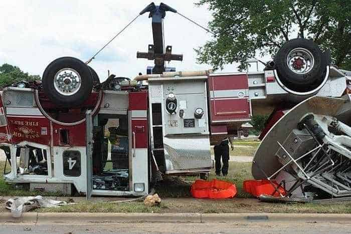 29 Epic Fail Awesome Fire Truck Accident Pics -22