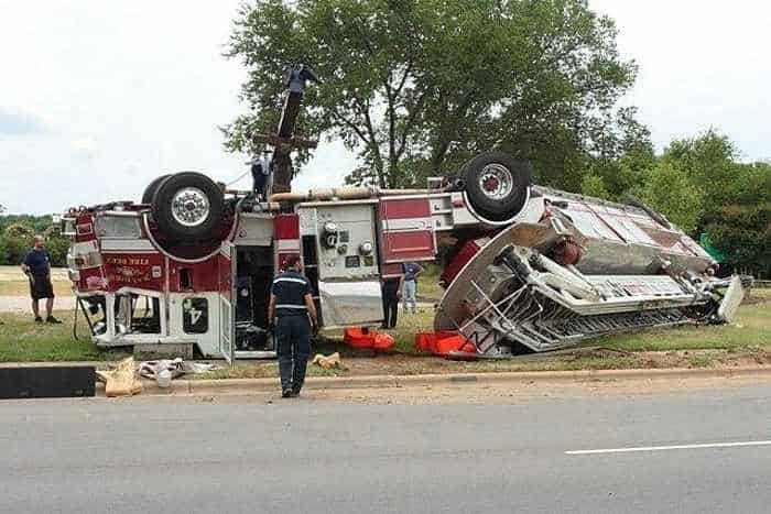 29 Epic Fail Awesome Fire Truck Accident Pics -24