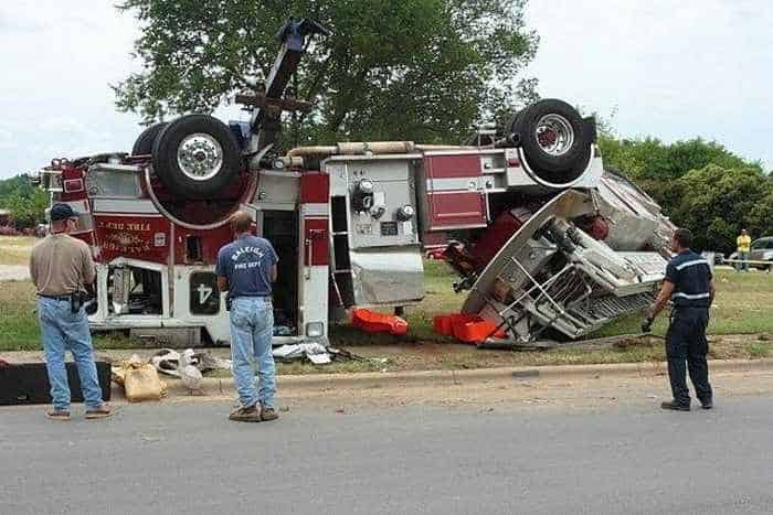 29 Epic Fail Awesome Fire Truck Accident Pics -25