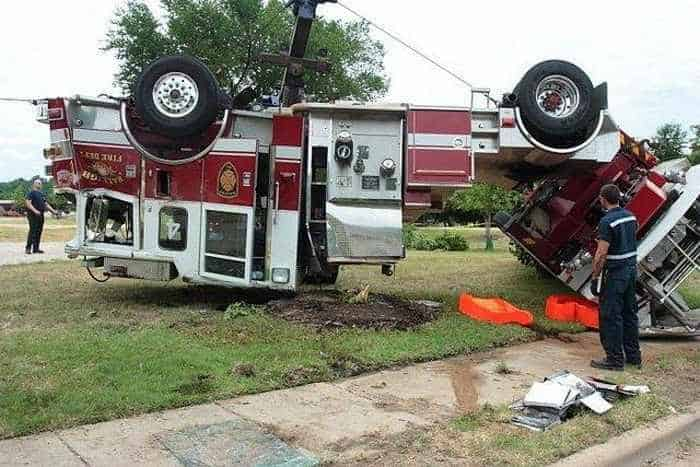 29 Epic Fail Awesome Fire Truck Accident Pics -29