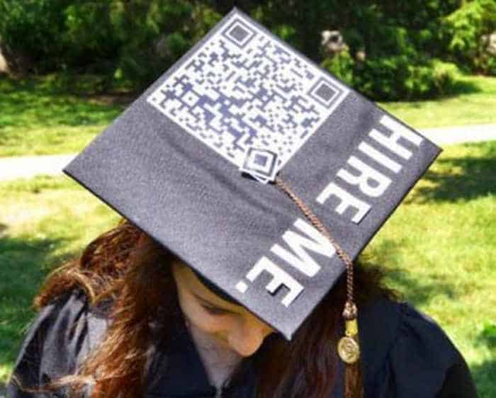 30 Funniest Graduation Caps That Absolutely Nailed It -01