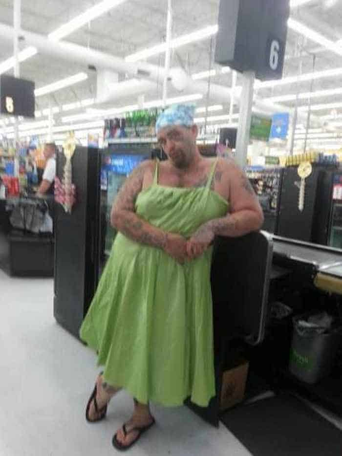 The 45 Funniest People of Walmart Photos -01