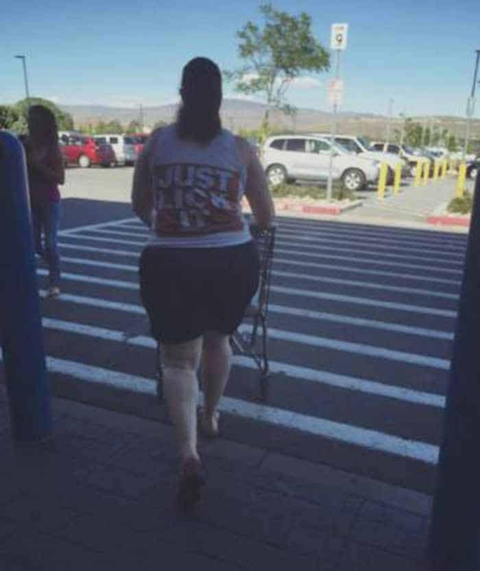 The 45 Funniest People of Walmart Photos -05