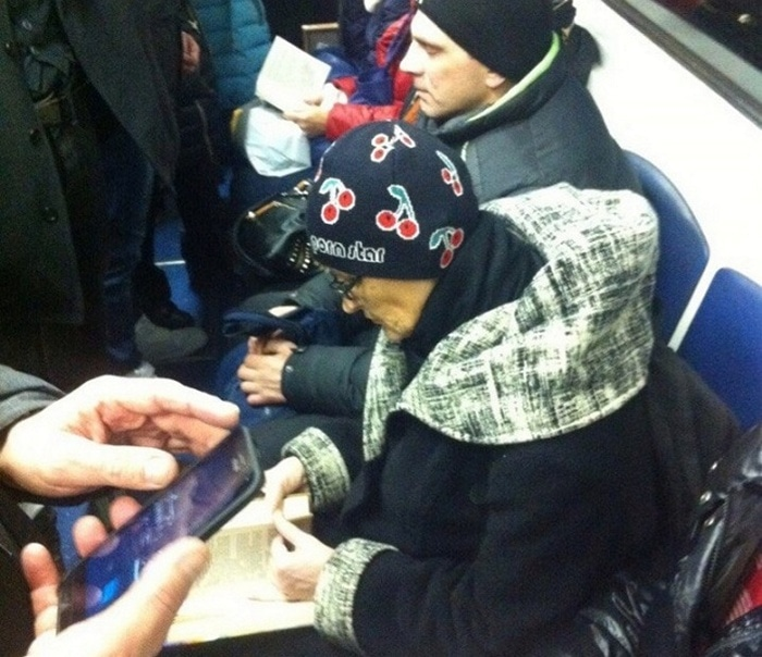 Funny People Of Moscow Subway That Will Make You LOL (64 Pics)-47