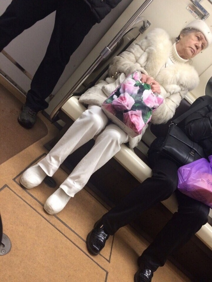 Funny People Of Moscow Subway That Will Make You LOL (64 Pics)-53