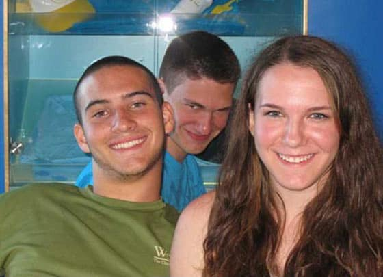 16 Funniest Photobomb Victims That Will Blow Your Mind -04
