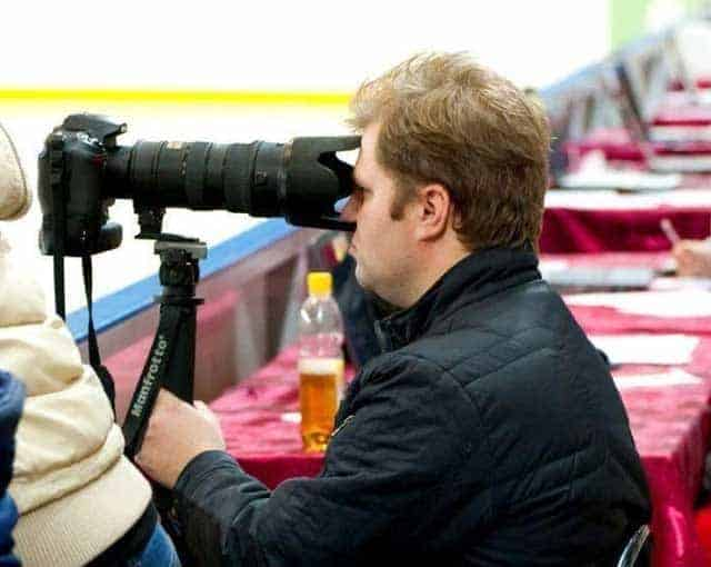 Funny Image Of Photographer Captured at Perfect Time