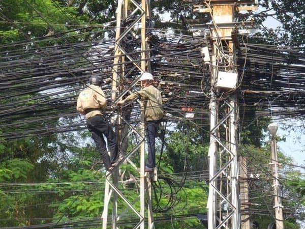Epic Fail Unusual Power Pole That Will Shock You