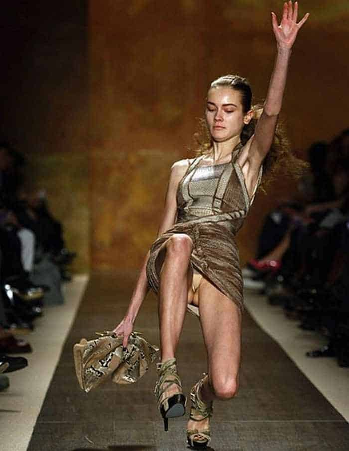 40 Pics of Funny Runway Bloopers That Will Make You LOL - Epic Fail Models -03