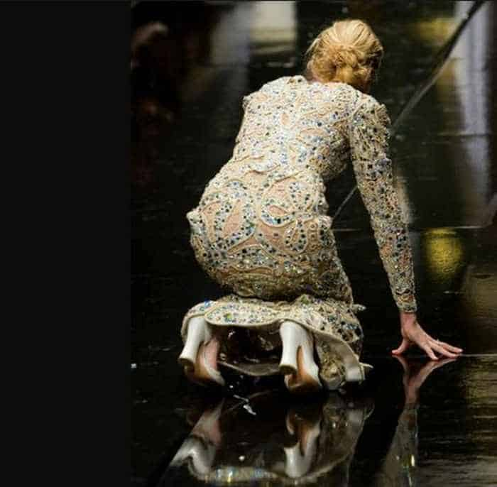 40 Pics of Funny Runway Bloopers That Will Make You LOL - Epic Fail Models -05