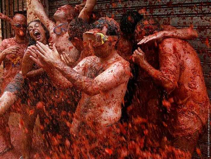 Cool Funny Tradition La Tomatina - 6 Photos -02