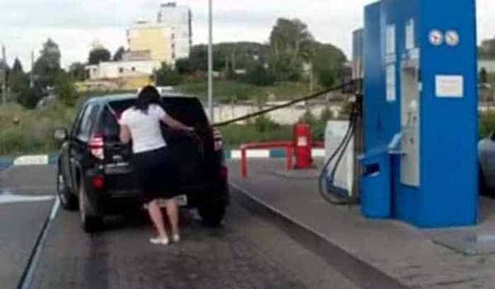 gas-station-moments-fail-compilation-08