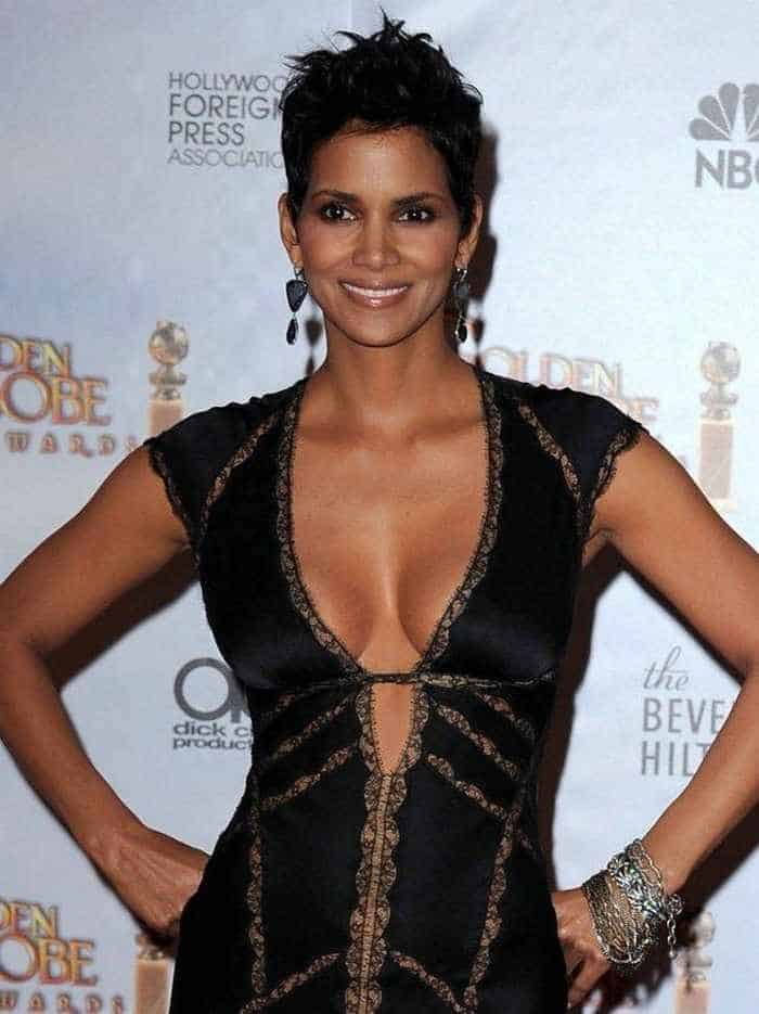 Halle Berry Is Stunning in Low-Cut Outfit At Golden Globes-01