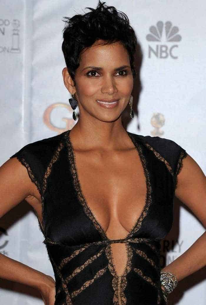 Halle Berry Is Stunning in Low-Cut Outfit At Golden Globes-02