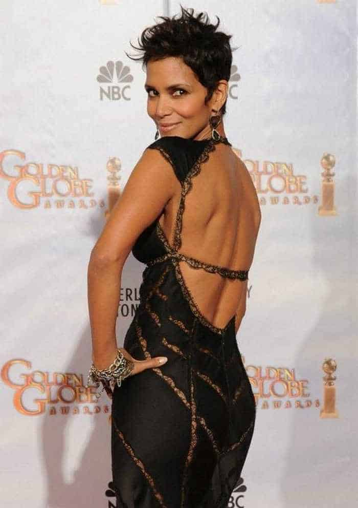 Halle Berry Is Stunning in Low-Cut Outfit At Golden Globes-04