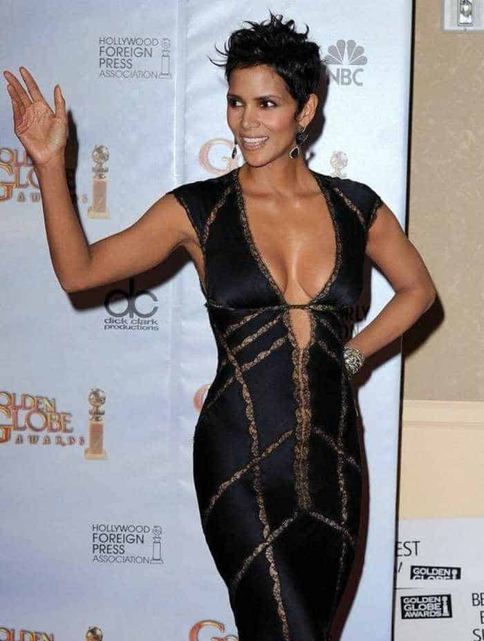 Halle Berry Is Stunning in Low-Cut Outfit At Golden Globes-05