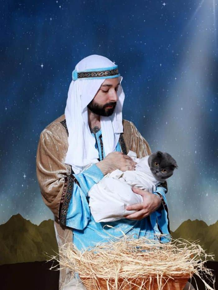 20 Hilarious Christmas Portraits With Pets That Will Make Your Day -05