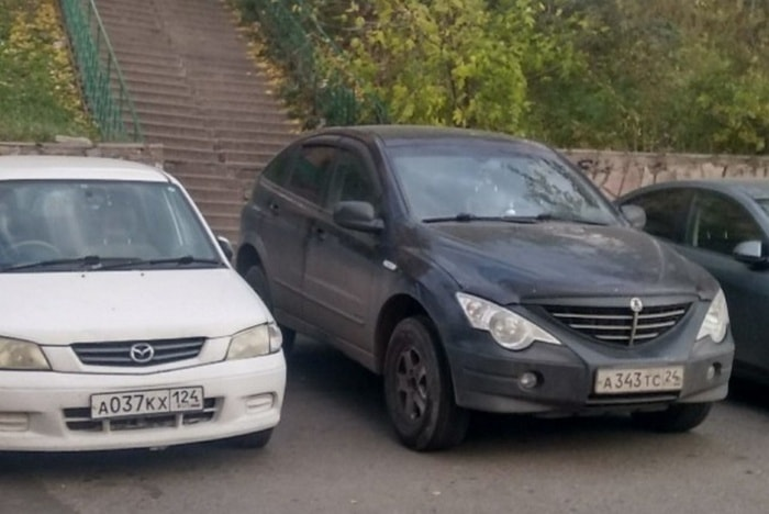 25 Hilariously Bad Parking Fails Of The Day (Photos)-03