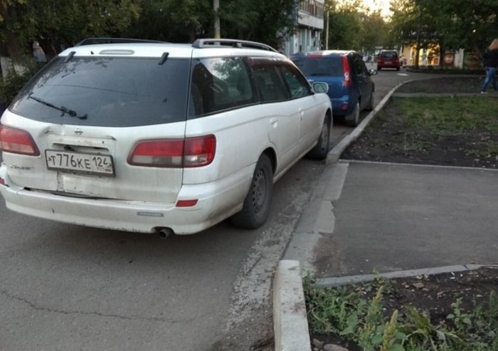 25 Hilariously Bad Parking Fails Of The Day (Photos)-12