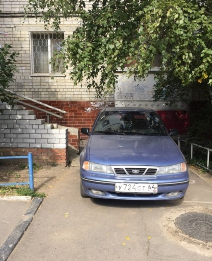 25 Hilariously Bad Parking Fails Of The Day (Photos)-25