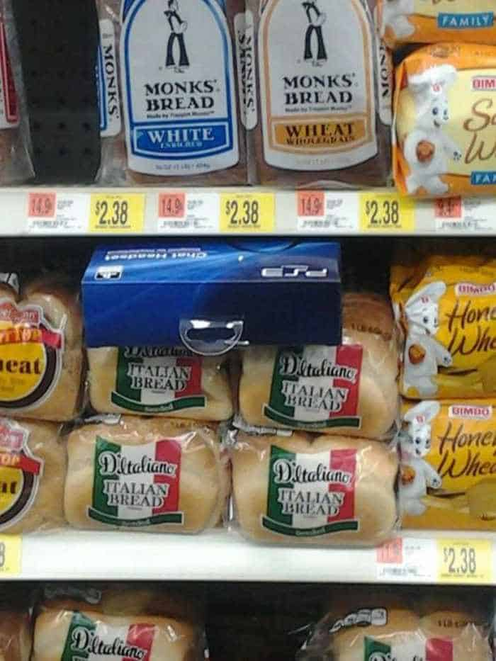 25 People Who Made Important Decisions While Shopping -04