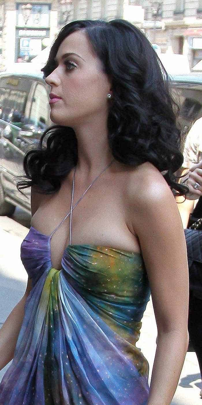 Katy Perry In Colorful Sexy Gown - 4 Pics -02