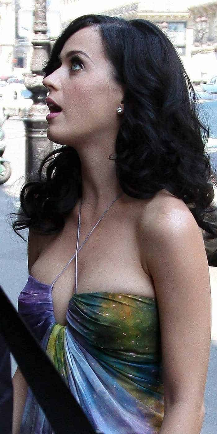 Katy Perry In Colorful Sexy Gown - 4 Pics -03