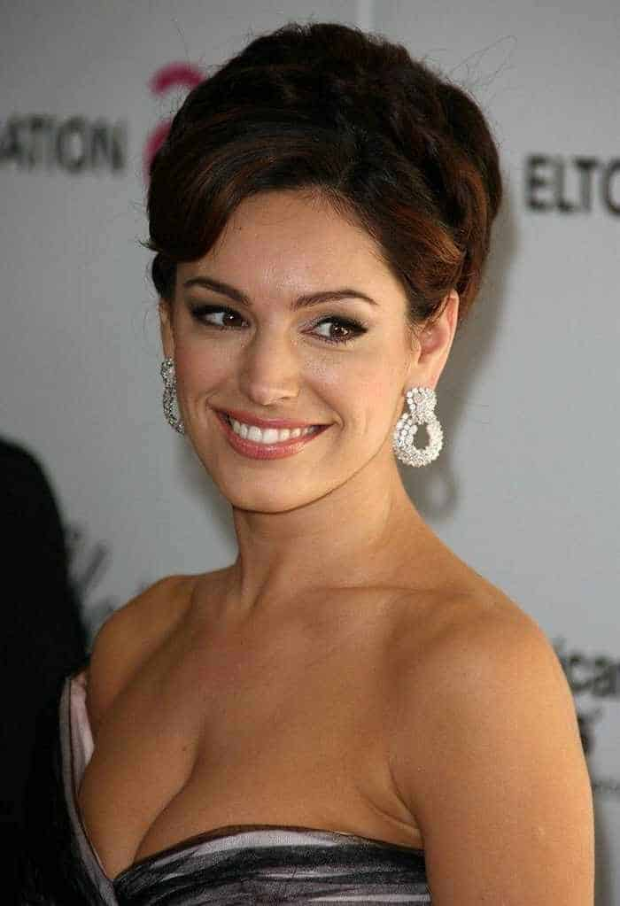 Gorgeous Kelly Brook Looking Sexy in Gown -01