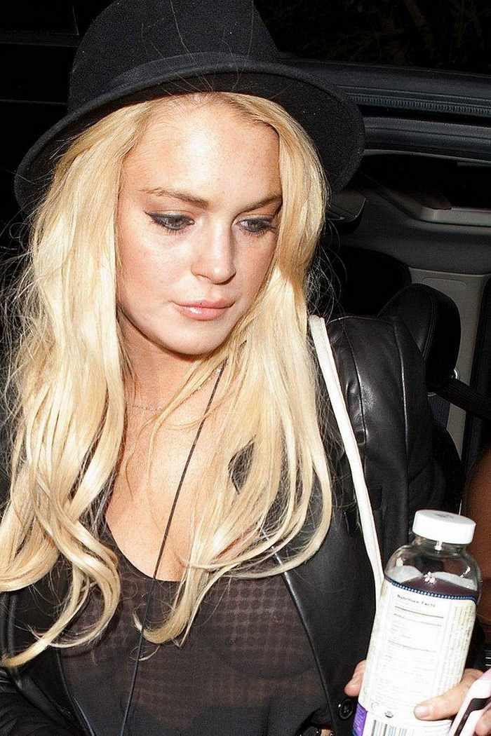 Lindsay Lohan Awesome In Black - 3 Photos -02