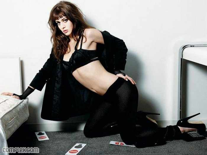 Sexy Lizzy Caplan in Black - 01