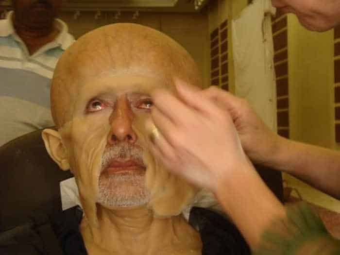 The Magic of Movie Makeup Transformations - 32 pics -02