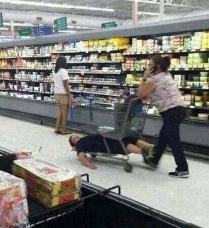 25 Meanwhile Kids At Shopping Mall Pictures Will Make You LOL -09