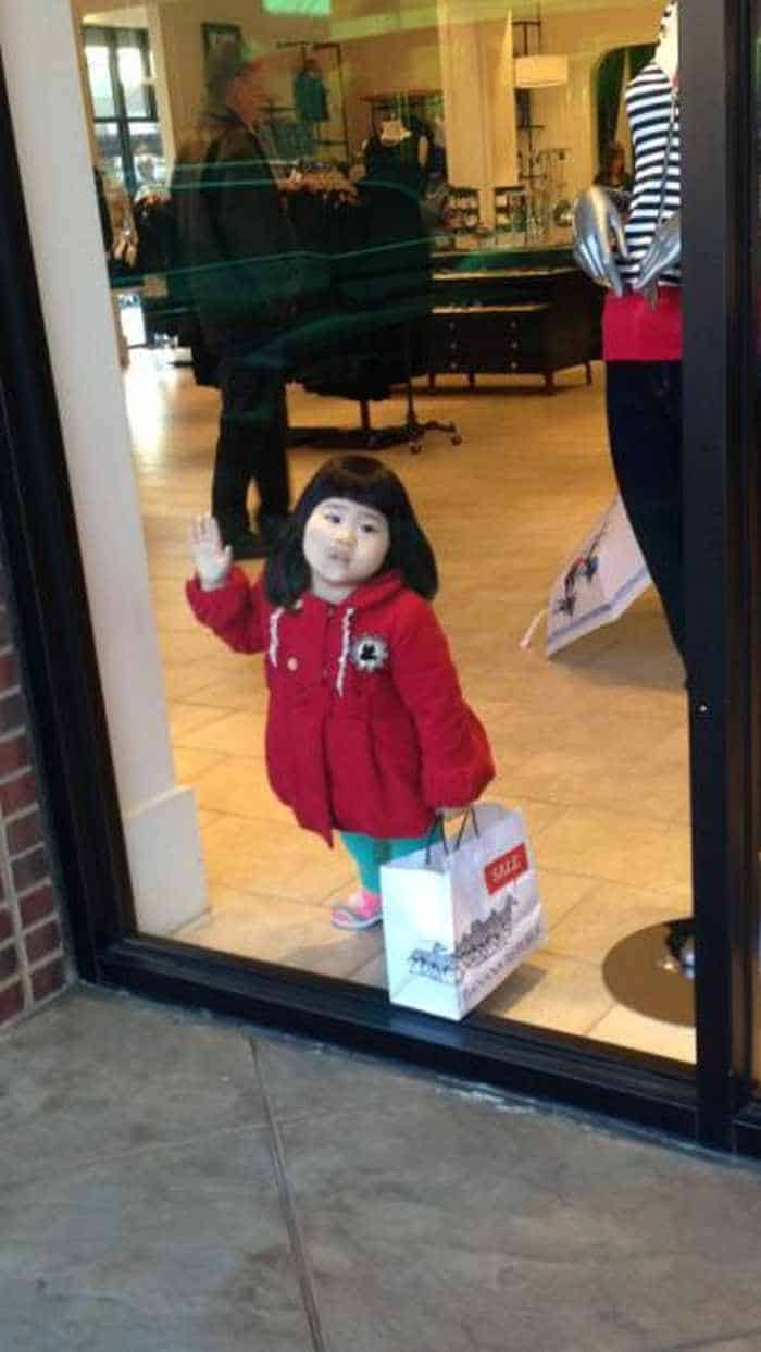 25 Meanwhile Kids At Shopping Mall Pictures Will Make You LOL -15