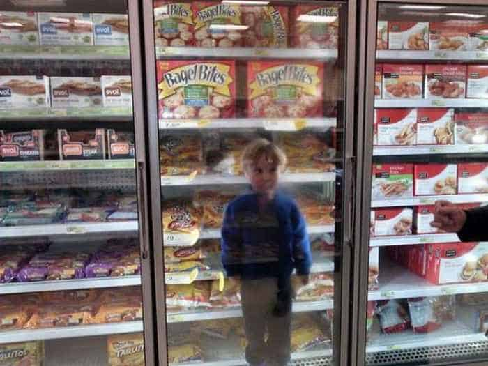 25 Meanwhile Kids At Shopping Mall Pictures Will Make You LOL -17