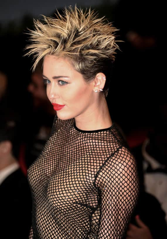25 Pics of Crazy Miley Cyrus Captured At Perfect Time -02