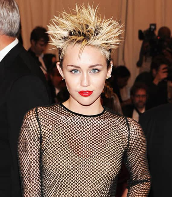 25 Pics of Crazy Miley Cyrus Captured At Perfect Time -04