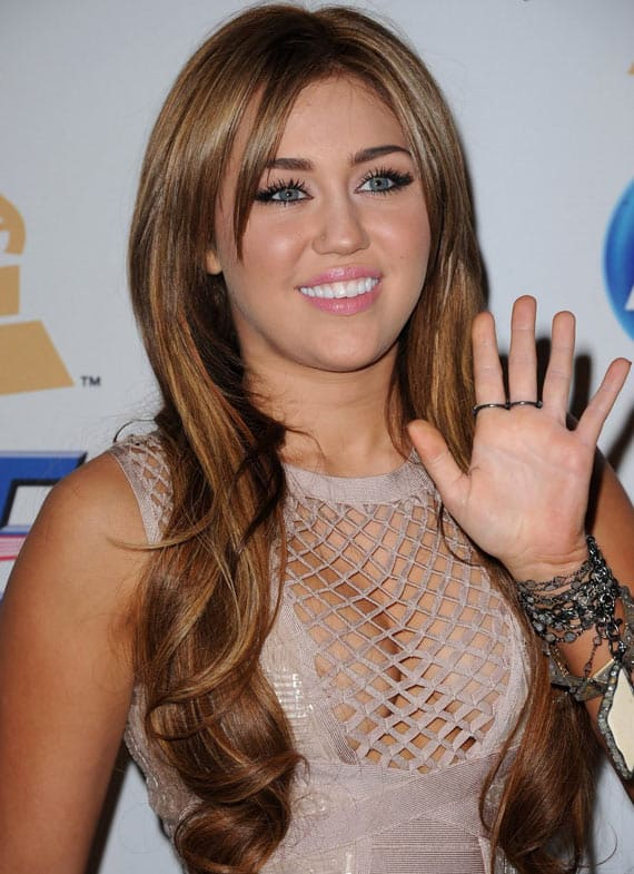 25 Pics of Crazy Miley Cyrus Captured At Perfect Time -05