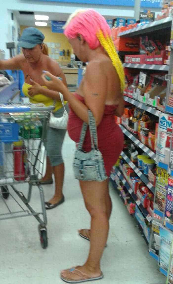 40 Funny Pics Of Most Ridiculous People Of Walmart -01