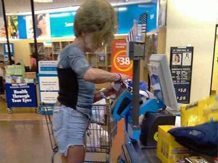 40 Funny Pics Of Most Ridiculous People Of Walmart -38
