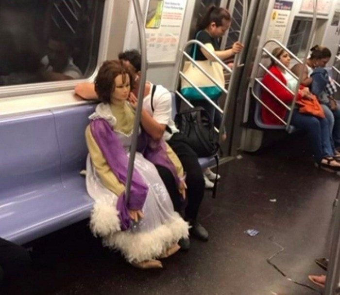 Most Ridiculous Subway Encounters That Will Make You LOL (29 Pics)-14