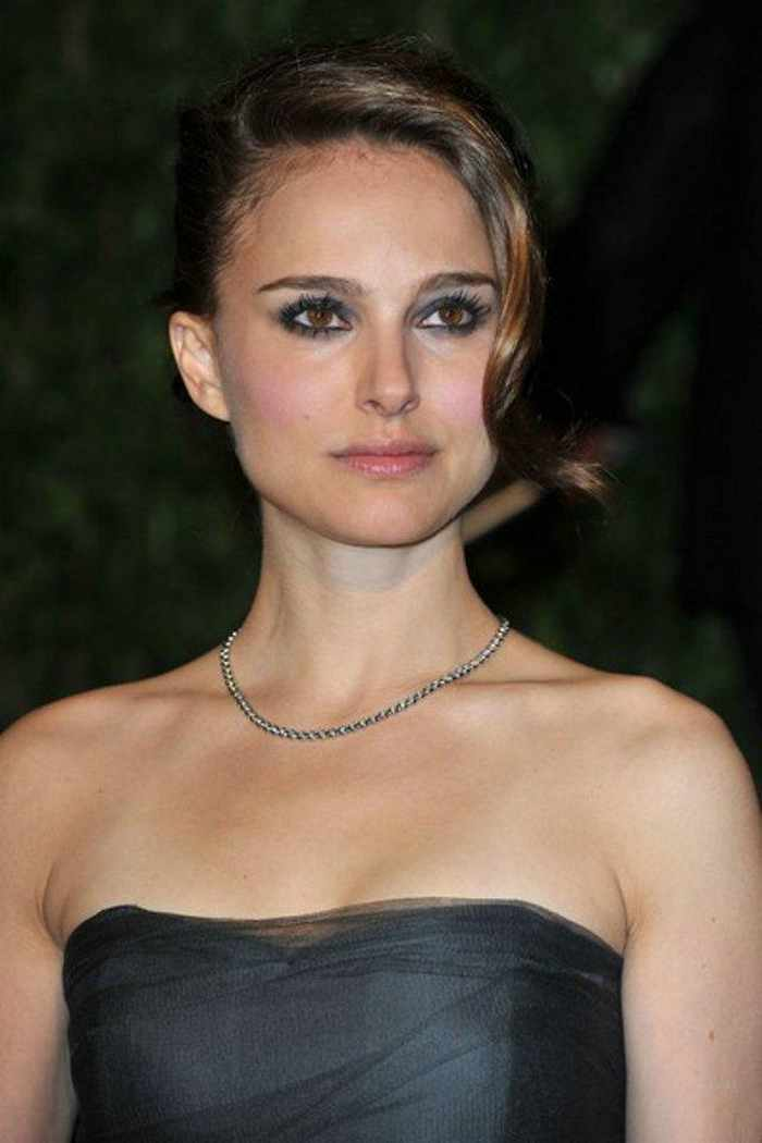 Natalie Portman Sexy In Black Outfit -01