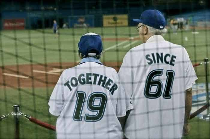 22 Old Age Couples That Are In Love -02