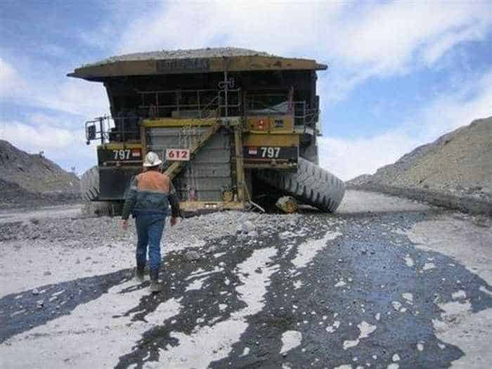 3 Epic Fail Pictures of Funny Overloaded Truck-01
