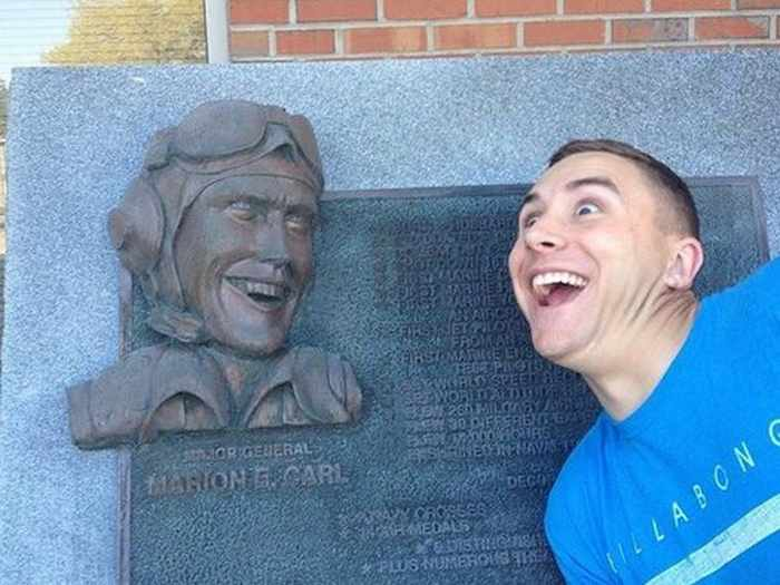 50 People Having Too Much Fun With Statues -23