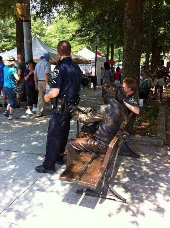 50 People Having Too Much Fun With Statues -45