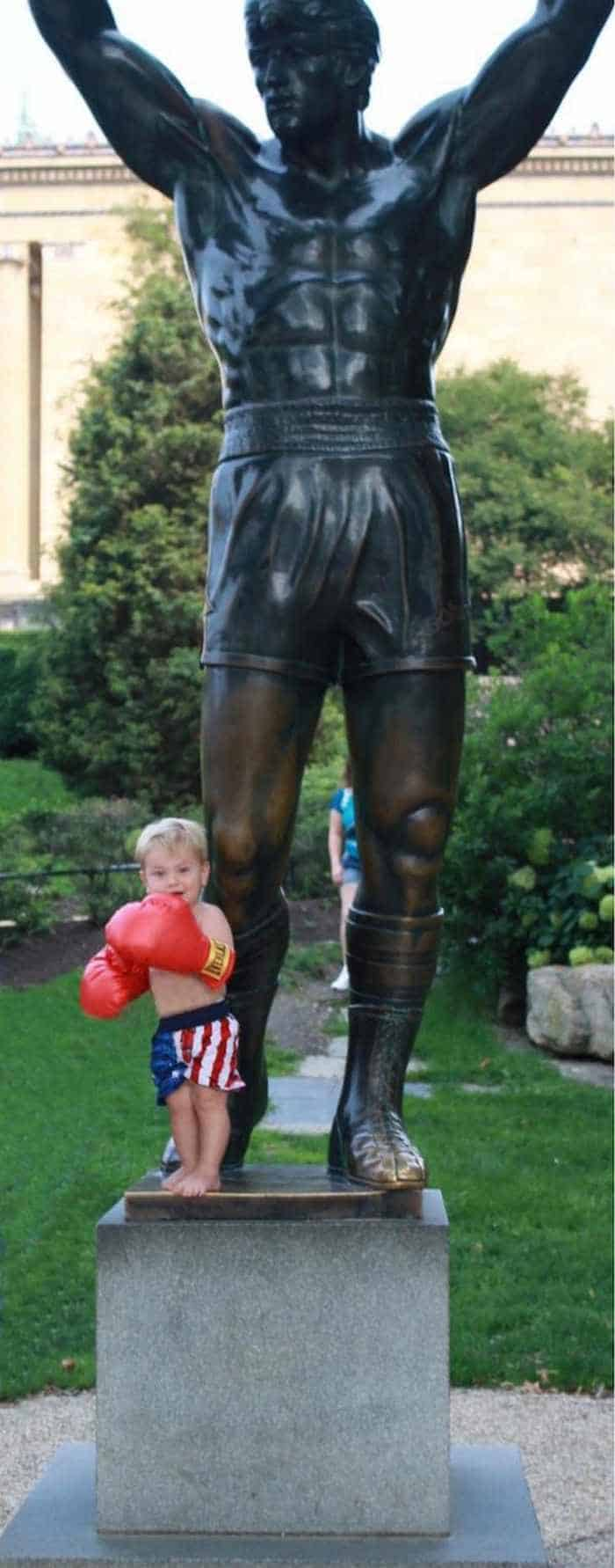 50 People Having Too Much Fun With Statues -46