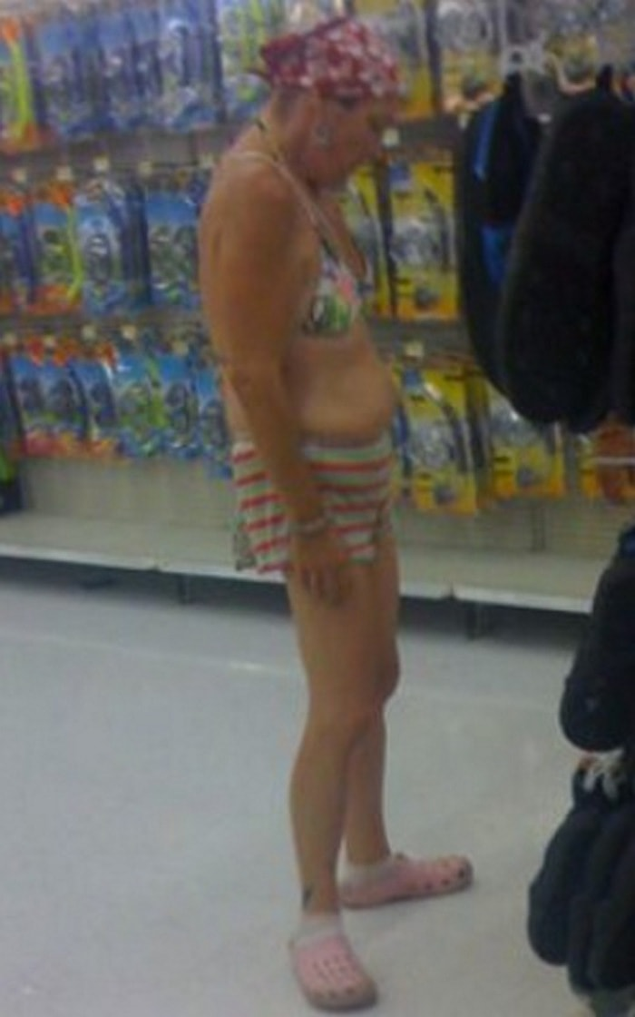 People Of Walmart That Are Too Ridiculous To Handle (100+ Pics)-03