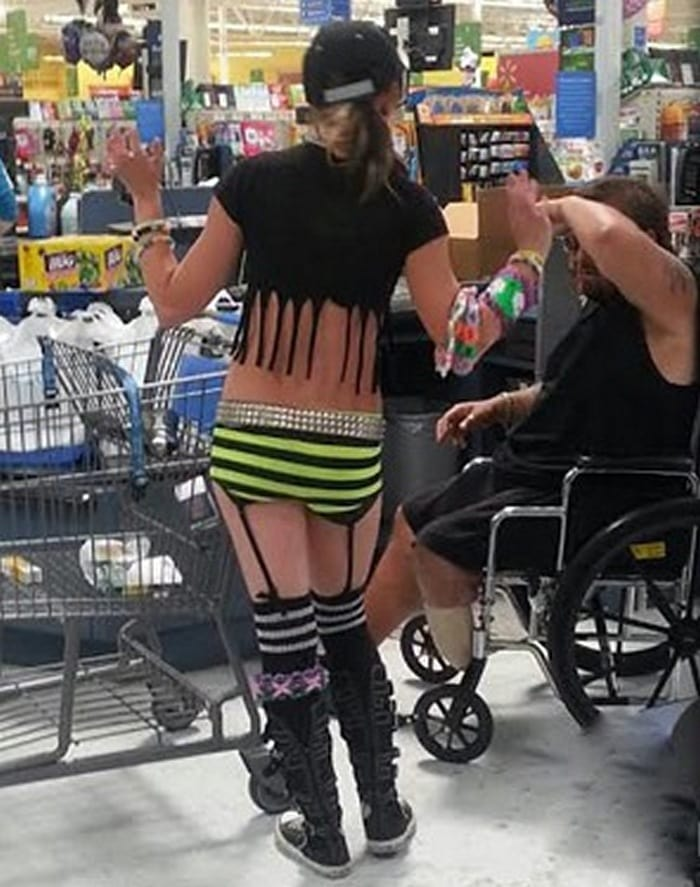 People Of Walmart That Are Too Ridiculous To Handle (100+ Pics)-31