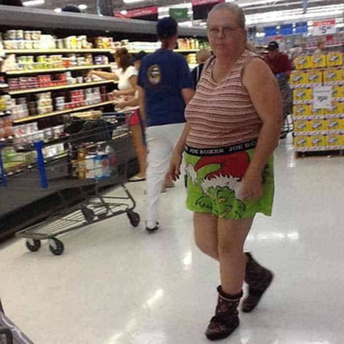 25 People of Walmart That Are Ridiculous -07