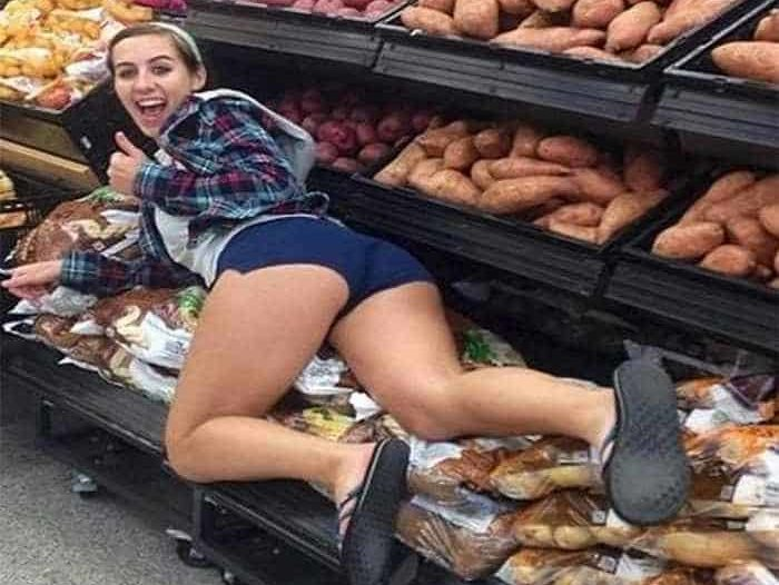 people-walmart-extremely-weird-11
